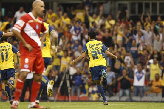 El delantero de América Daniel Omar Márquez celebra después de anotar un gol ante Argentinos Juniors/EFE