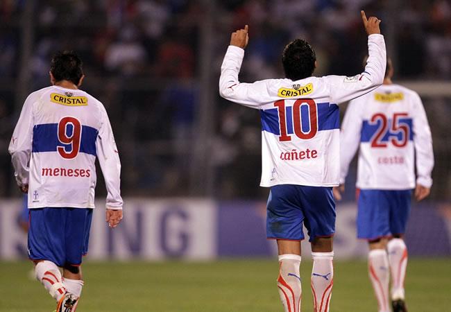 El jugador Marcelo Cañete (c) de Universidad Católica celebra su gol convertido a Unión Española/EFE