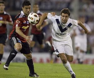 Vélez recibe a Liga con la obligación de sacar un amplio resultado/EFE