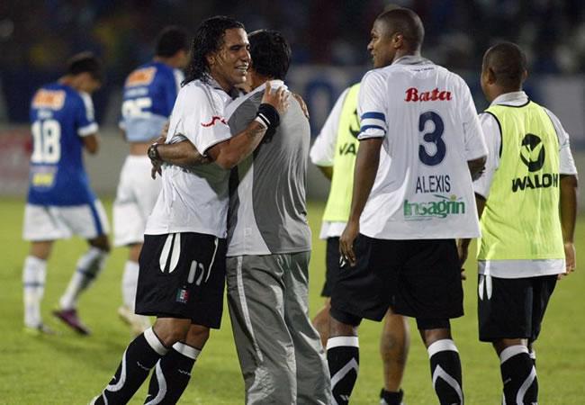 Los jugadores de Once Caldas de Colombia celebran la victoria 2-0 ante Cruzeiro/EFE