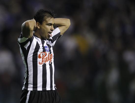 El jugador Manuel Maciel de Libertad de Paraguay reacciona/EFE