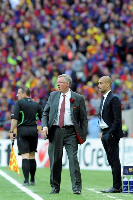 El entrenador del FC Barcelona, Josep Guardiola (d), y el del Manchester United, Sir Alex Ferguson/EFE