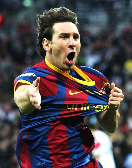 El jugador del FC Barcelona Lionel Messi celebra tras anotar el 2-1/EFE