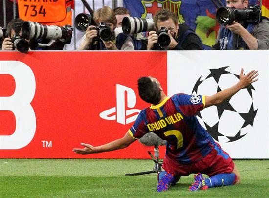 El jugador del FC Barcelona David Villa celebra tras anotar un 3-1 ante el Manchester United/EFE