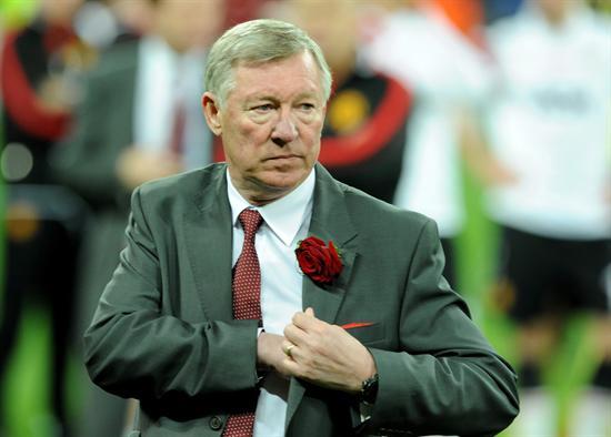 El entrenador del Manchester United Sir Alex Ferguson reacciona ante la derrota del equipo/EFE