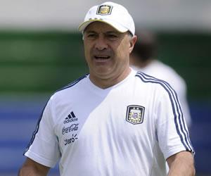 El asistente técnico de la selección Sub 20 de Argentina, Julio Olarticoechea/EFE