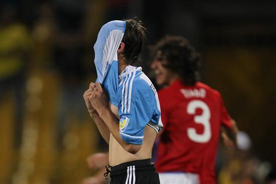 El jugador de la selección sub 20 de Argentina Nicolás Tagliafico (c) se lamenta/EFE