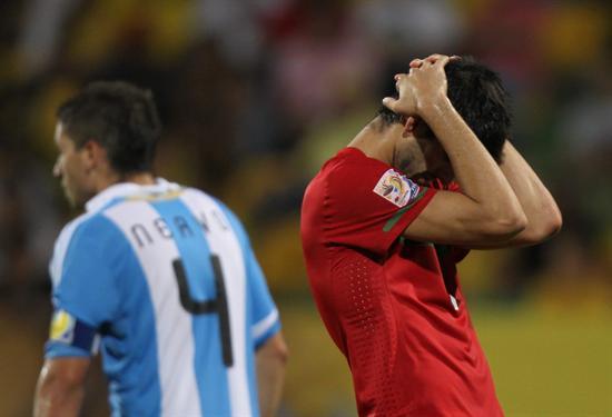 El jugador de la selección sub 20 de Portugal Oliveira se lamenda después de perder una oportunidad de gol/EFE