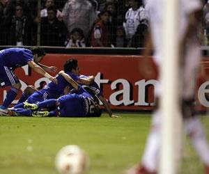 El jugador Eduardo Vargas de la Universidad de Chile celebra su anotación ante el Liga de Quito/EFE