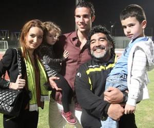 Van Persie visitó a Maradona en Dubái