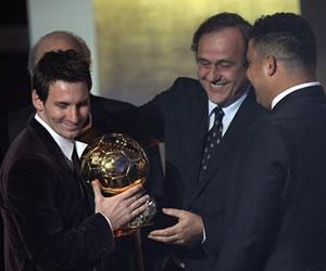 Leo Messi obtiene su tercer Balón de Oro consecutivo