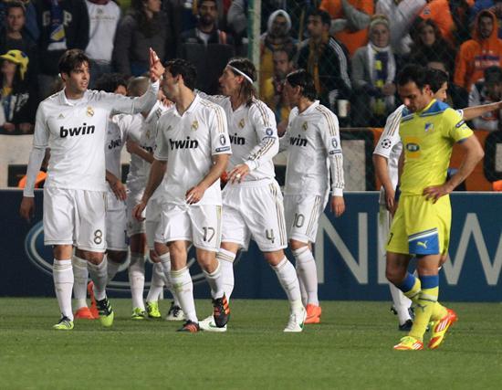 Jugadores del Real Madrid celebran una anotación contra el Apoel FC. Foto: EFE