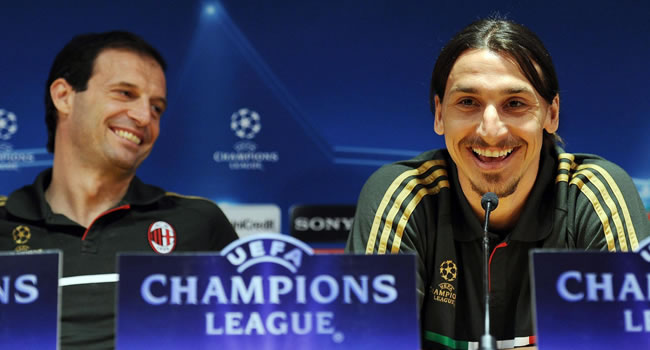 El delantero sueco del AC Milán Zlatan Ibrahimovic (d) y su entrenador Massimiliano Allegri. Foto: EFE