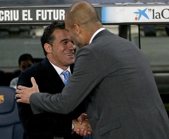 Los entrenadores del Getafe y del Barcelona, Luis García (i) y Pep Guardiola respectivamente. EFE