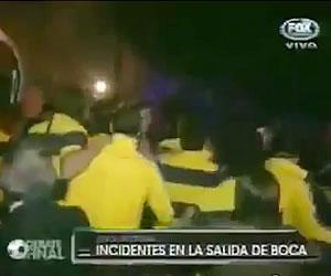 Los jugadores de Boca a puñetazos con los simpatizantes de Tigre