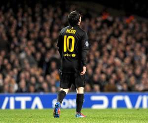 El jugador del Barcelona, Lionel Messi, reacciona ante Chelsea