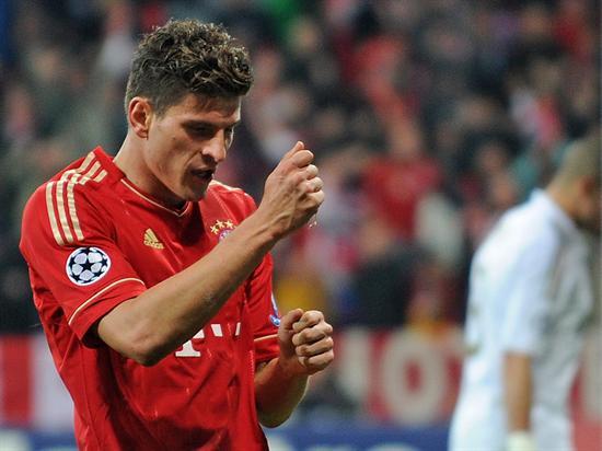 El jugador del Bayern Múnich, Mario Gomez, celebra una anotación ante Real Madrid. Foto: EFE