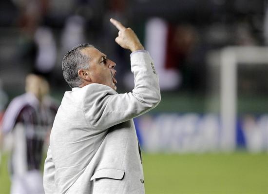 El entrenador de Arsenal, Gustavo Alfaro, ante Fluminense. Foto: EFE