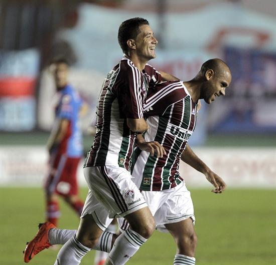 Los jugadores de Fluminense, Thiago Neves (i) y Carlinhos (d), celebran una anotación ante Arsenal. Foto: EFE