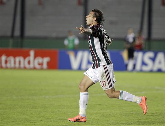 El jugador de Fluminense, Rafael Moura, celebra una anotación ante Arsenal. Foto: EFE
