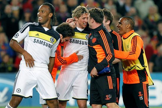 Los jugadores del Chelsea celebran su clasificación para la final de la Liga de Campeones tras eliminar al FC Barcelona. Foto: EFE