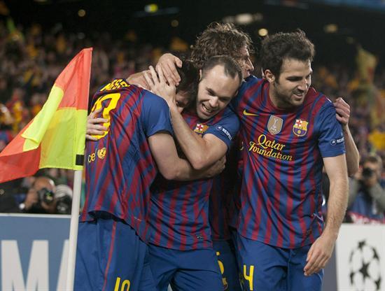 Los jugadores del Barcelona Lionel Messi (i) Andrés Iniesta, (2i), Carles Puyol (2d) y Cesc Fabregas (d) celebran el segundo gol. Foto: EFE