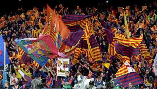 La afición del Barcelona anima a su equipo ante el Chelsea. Foto: EFE