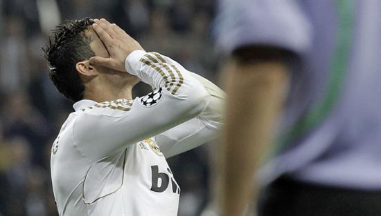 El portugués del Real Madrid Cristiano Ronaldo muestran su tristeza tras fallar el penalti tras el partido de vuelta de la semifinal de Liga de Campeones. Foto: EFE