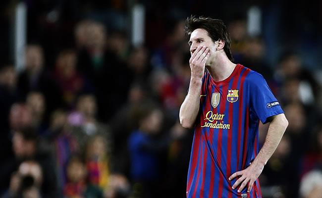 El delantero argentino del FC Barcelona, Leo Messi, muestra su decepción, tras ser eliminado por el. Chelsea. Foto: EFE