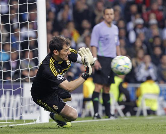 El guardameta del Real Madrid, Iker Casillas, detiene un balón durante el encuentro correspondiente a la vuelta de la semifinal de la Liga de Campeones. Foto: EFE