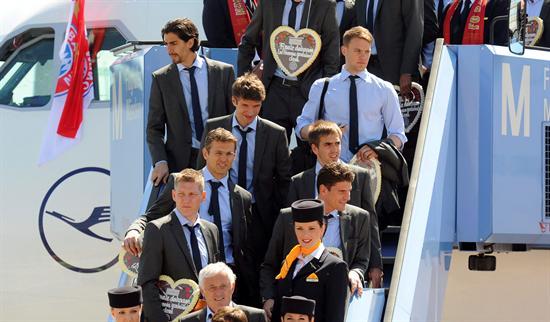 Los jugadores del Bayern de Múnich llegan al aeropuerto de Múnich procedentes de Madrid. Foto: EFE