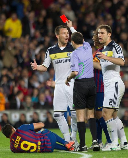 John Terry del Chelsea fue expulsado ante el FC Barcelona. Foto: EFE