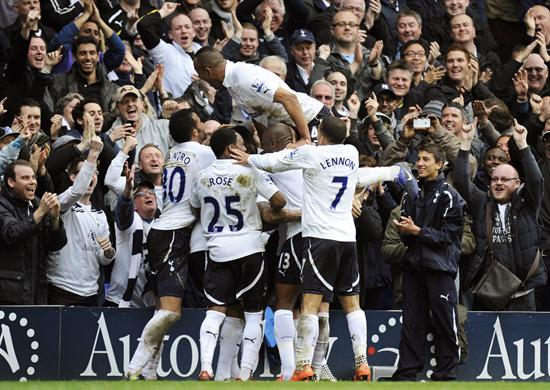 Los jugadores del Tottenham celebran el segundo gol de su equipo ante el Blackburn Rovers. Foto: EFE