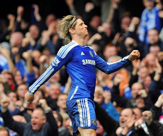El delantero español del Chelsea, Fernando Torres, celebra el cuarto gol de su equipo ante el Queens Park Rangers. Foto: EFE