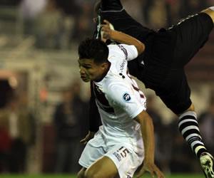Teo le pedirá a la AFA autorización para poder jugar con Lanús el Clausura