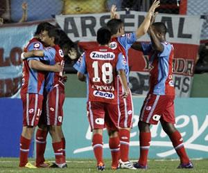 Arsenal se suma a la punta al golear de visita a San Martín