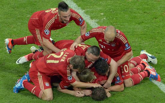 Jugadores del Bayern celebran después de anotar el 1-0 ante el Chelsea. Foto: EFE