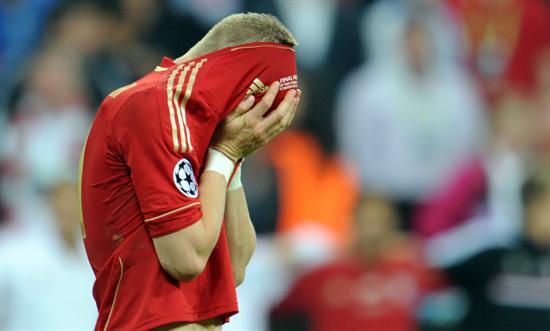 El jugador del Bayern Bastian Schweinsteiger se lamenta. Foto: EFE