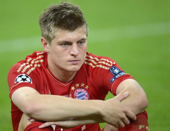 El jugador del Bayern Toni Kroos se lamenta después de que su equipo perdió ante Chelsea. Foto: EFE