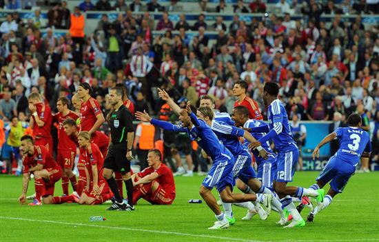 Jugadores del Chelsea celebran después de vencer al Bayern. Foto: EFE