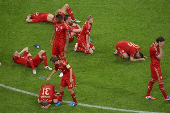 Jugadores del Múnich se lamentan después de perder ante el Chelsea. Foto: EFE