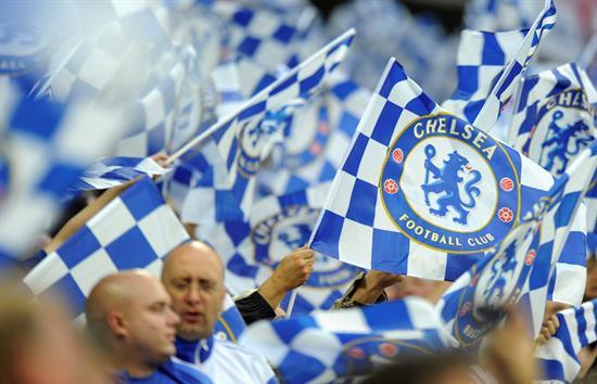 Aficionados del Chelsea animan a su equipo antes de la final de la Liga de Campeones ante el Bayern Múnich. Foto: EFE