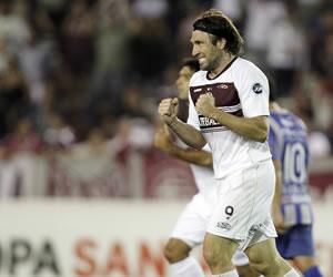 Corinthians admite interés por Mariano Pavone