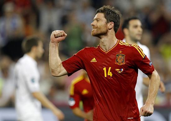 El jugador de España Xabi Alonso celebra un gol de tiro penal ante Francia. Foto: EFE