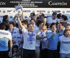 Los jugadores de Arsenal celebran el campeonato del torneo Clausura 2012. EFE