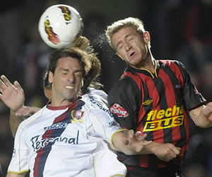 Colón buscará remontar la serie ante Cerro Porteño en Asunción