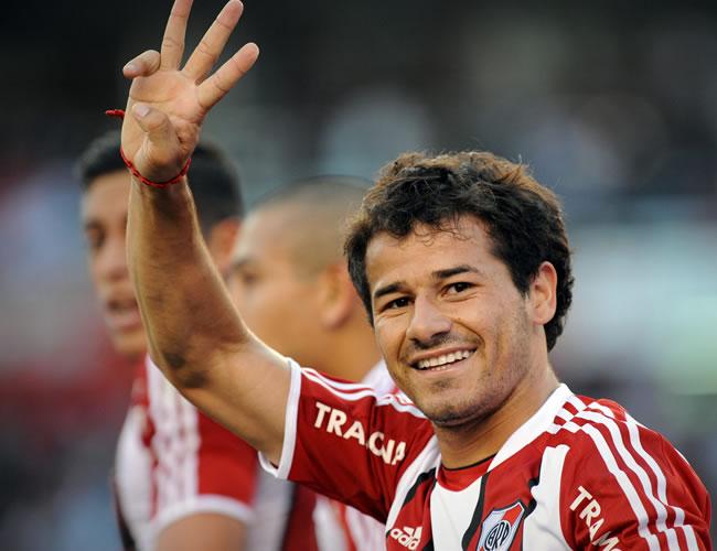 Rodrigo Mora, de River Plate, celebra un gol ante Unión de Santa Fe. EFE