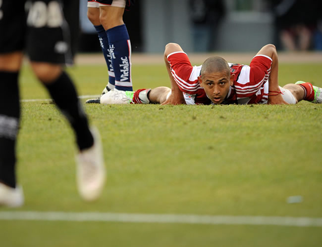 Carlos Luna, de River Plate, lamenta perder un gol ante Unión de Santa Fe. EFE