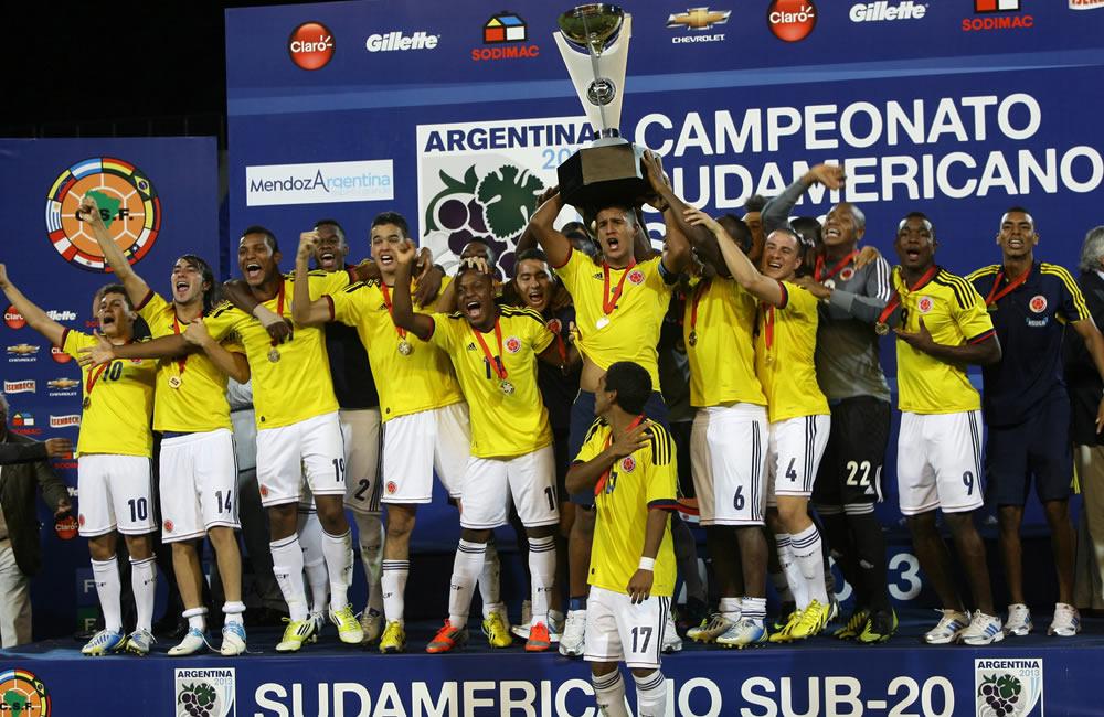 Los jugadores colombianos celebran el título de campeón del Sudamericano Sub-20. Foto: EFE