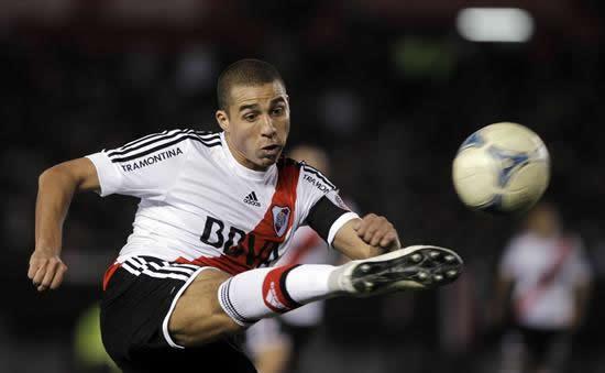 River se mantiene en el primer puesto al vencer a Tigre sobre el final. Archivo EFE